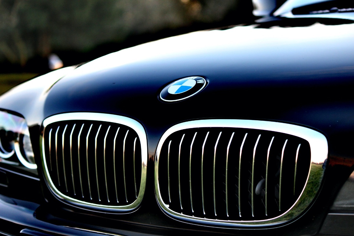 栃木県宇都宮市Carfe(カーフェ)自動車の修理・傷・へこみを格安で | BMWのフロント画像