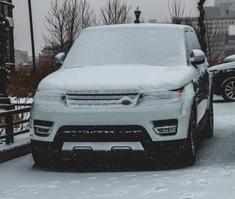 栃木県宇都宮市Carfe(カーフェ)自動車の修理・傷・へこみを格安で | 雪の積もった車の画像